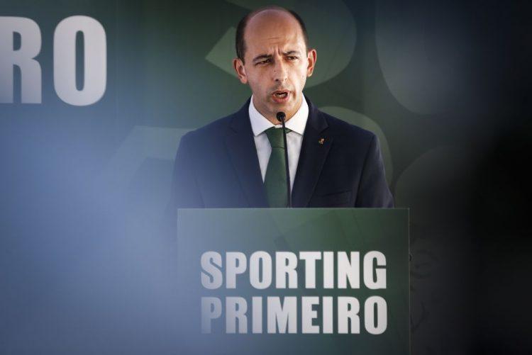 """Carlos Vieira defende-se na AG do Sporting: """"Tudo foi feito para cumprir um desígnio político de um conjunto de pessoas"""""""