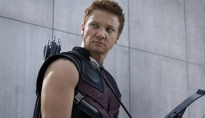 """Super-herói não resiste: Jeremy Renner envelhece os atores de """"Vingadores: Endgame"""""""