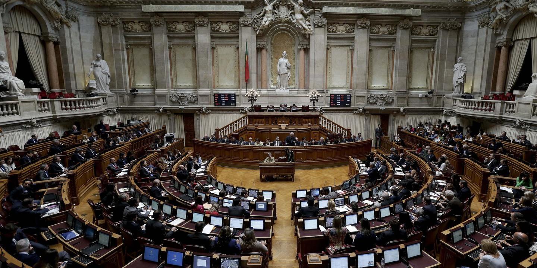 João Lobo Antunes: Parlamento aprova por unanimidade voto de pesar seguido de minuto de silêncio