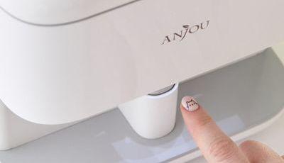 Esta máquina capaz de imprimir desenhos nas unhas é o presente ideal para quem adora nail art