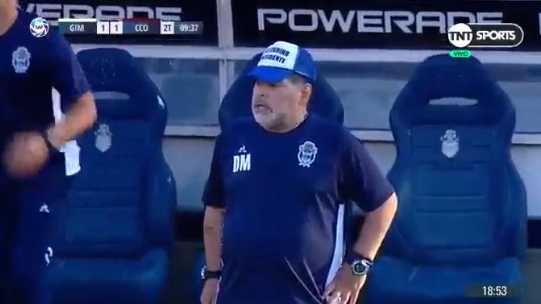 Aconteceu esta semana: Que substância deram a Maradona? Staff técnico fez cortina para esconder