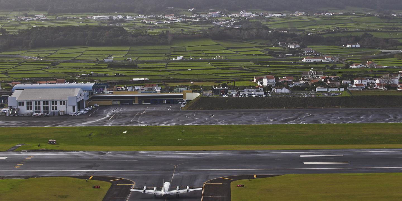 Açores: 1 dia, 3 aterragens por emergência médica na base das Lajes