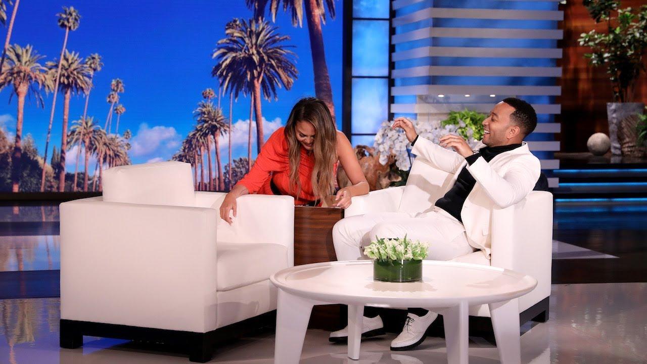 Chrissy Teigen prega susto a John Legend (com ajuda de Ellen DeGeneres)