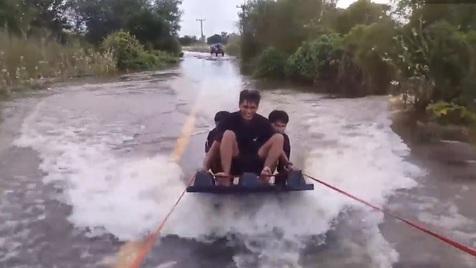 Surf durante uma inundação? Aconteceu na Tailândia