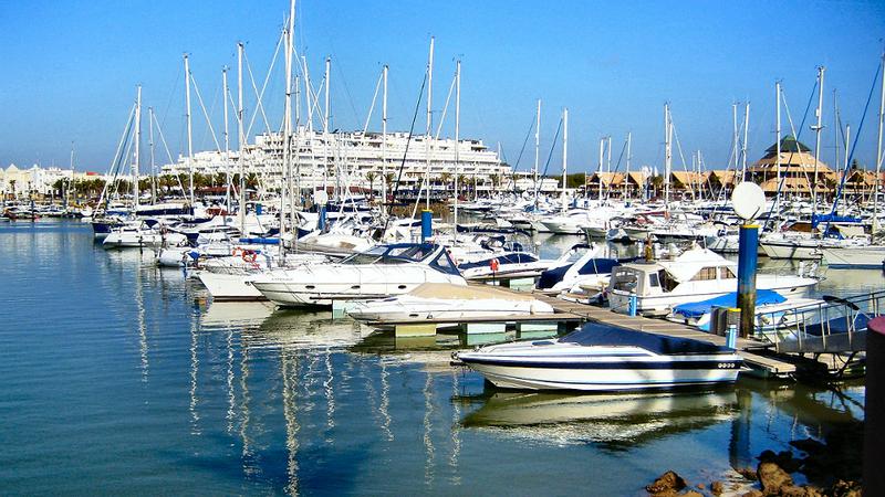 Praias do Algarve entre Faro e Vilamoura interditadas a banhos