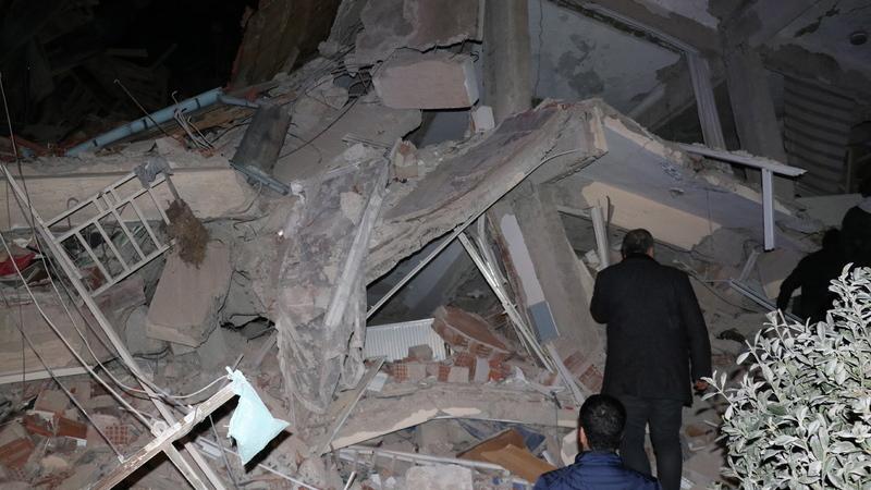 Turquia: Pelo menos 14 mortos e cerca de 300 feridos em sismo de magnitude 6,8