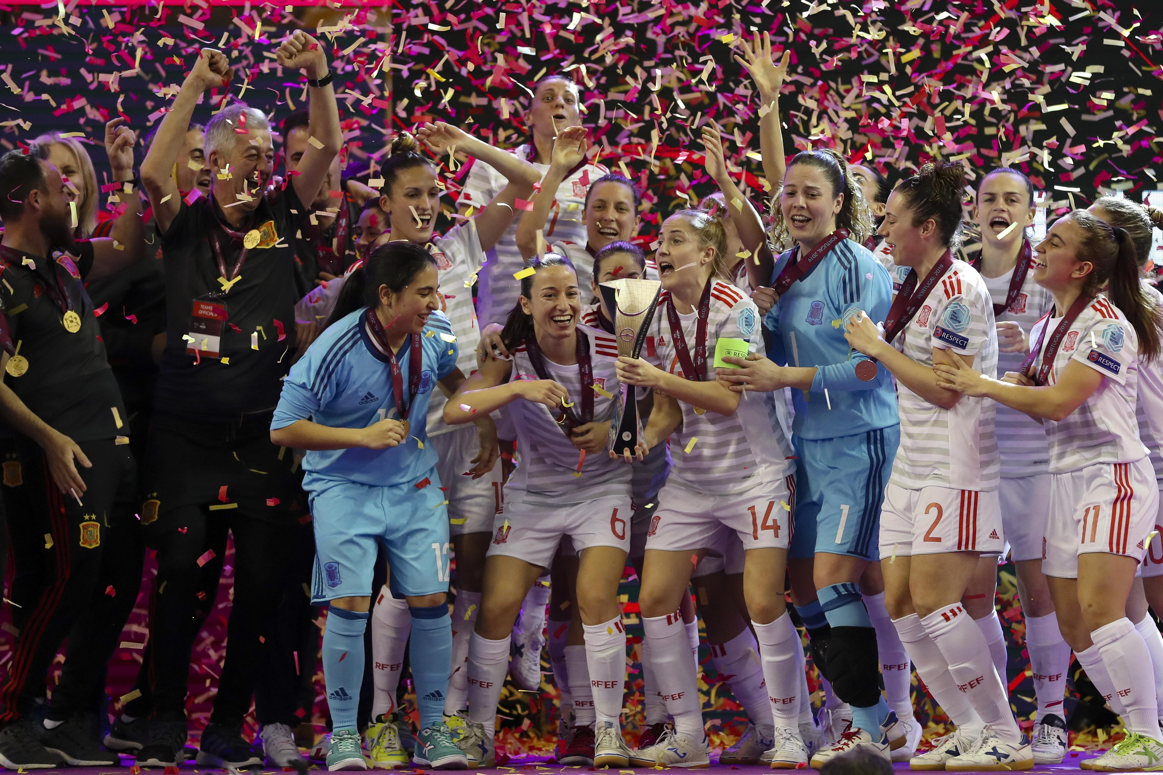 Federação espanhola homenageia campeãs europeias de futsal