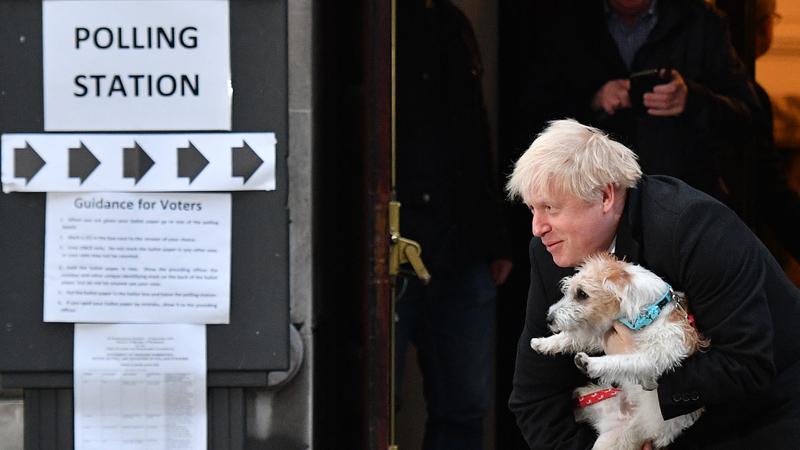 Boris Johnson já votou e levou Dilyn, o seu cão. Acompanhe ao minuto as eleições no Reino Unido