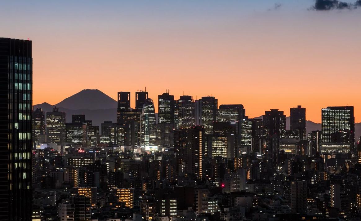 Timelapse mostra o anoitecer em Tóquio