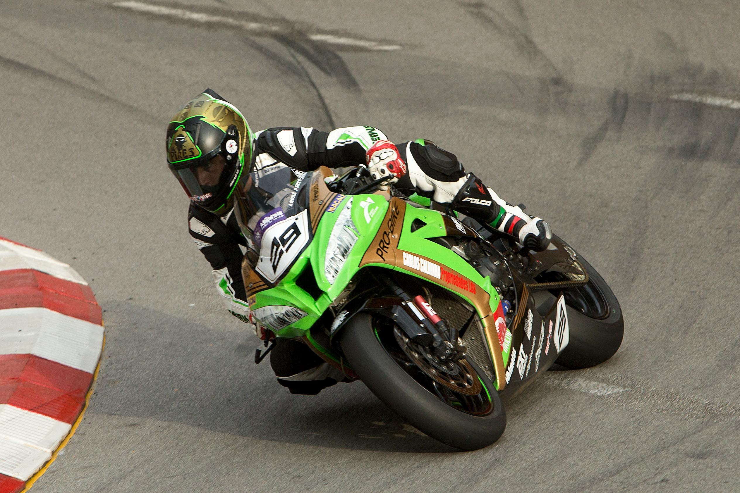 Problema mecânico tira piloto português André Pires do Grande Prémio de Motos de Macau