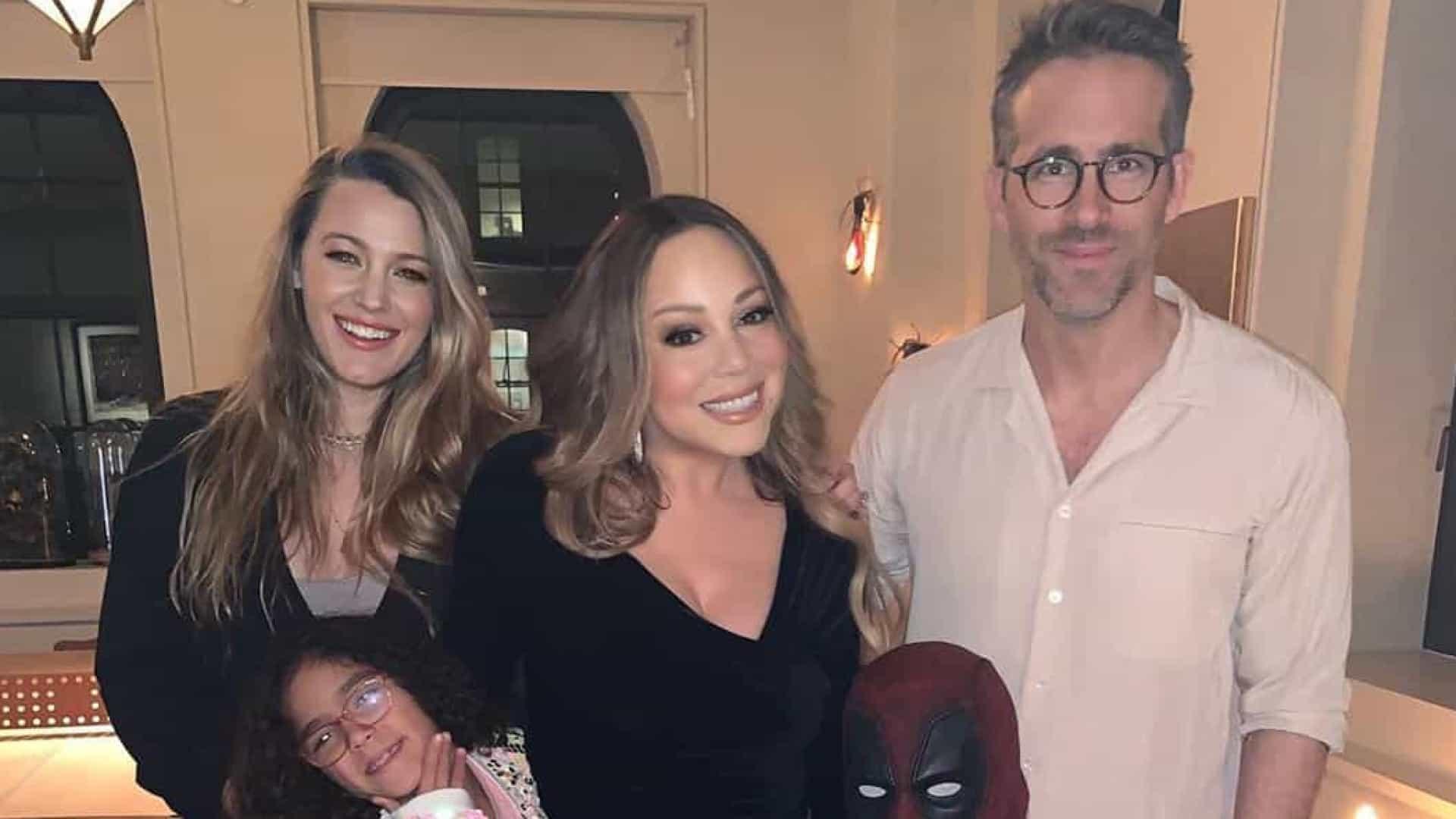 Filho de Mariah Carey veste-se a rigor para receber Ryan Reynolds