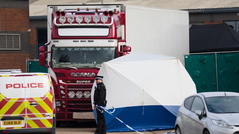 Tribunal irlandês decide extraditar para Reino Unido motorista acusado da morte de migrantes vietnamitas