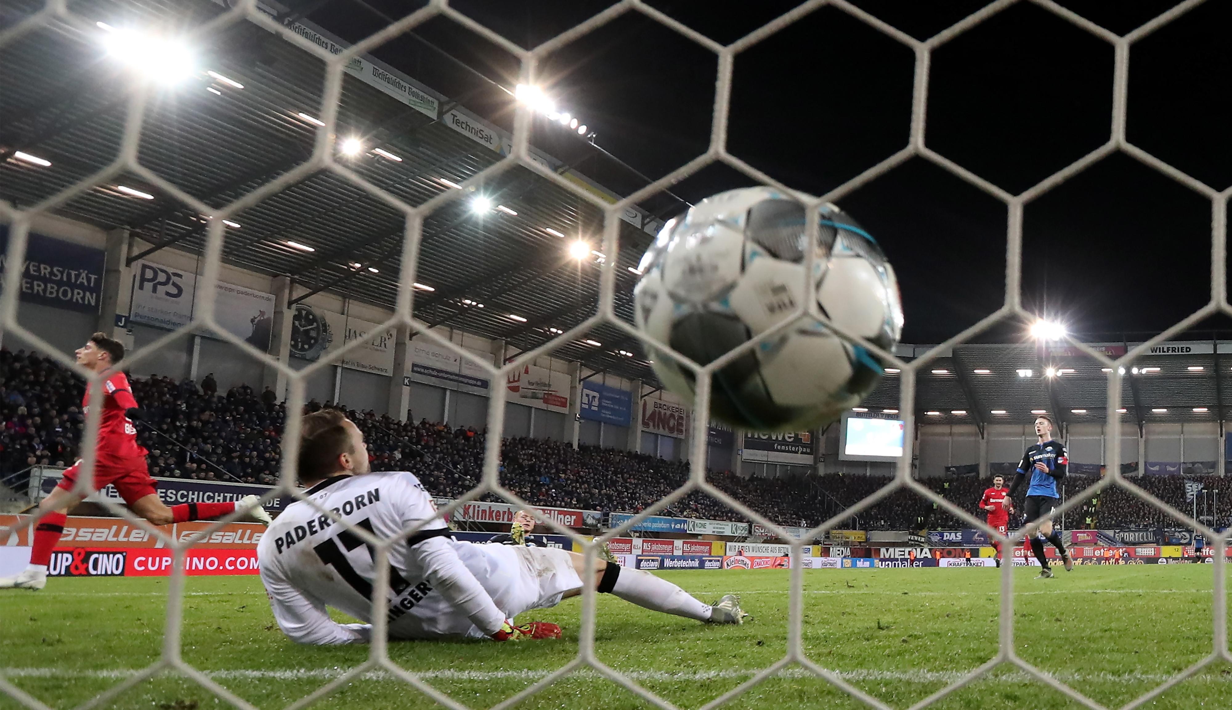 Bayer Leverkusen goleia Paderborn e segue em sexto na Liga alemã