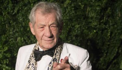 Ian McKellen nunca mais pode entrar no Palácio de Buckingham. Porquê?