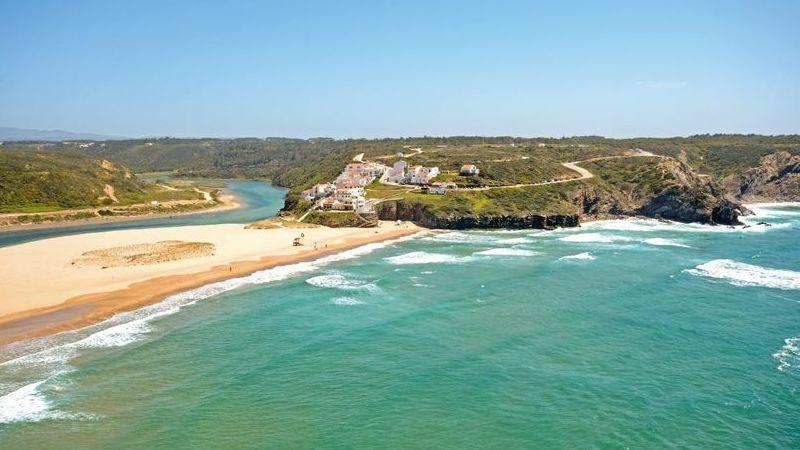 """Considerada um """"tesouro escondido"""", esta praia portuguesa irá ser invadida em breve pelos turistas"""