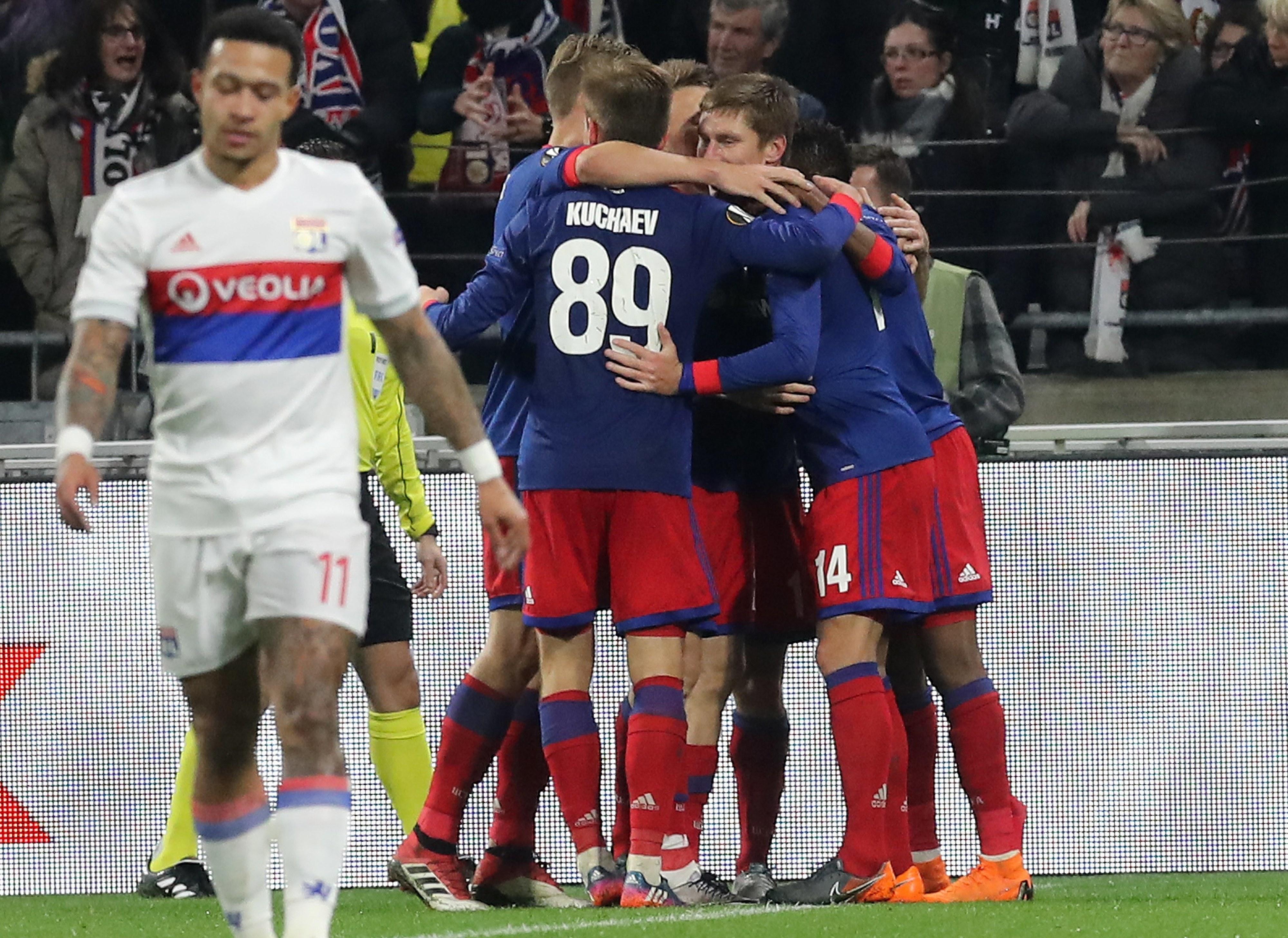 Lyon goleia em Dijon e põe pressão sobre o Mónaco