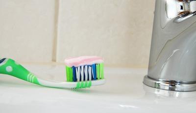 10 coisas que fazemos na casa de banho e que não devíamos