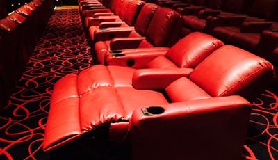 Acidente bizarro mata espectador em sala de cinema na Inglaterra