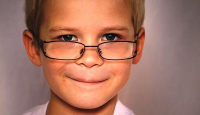 """Pais mais velhos têm filhos mais """"nerds"""" e """"geeks"""""""