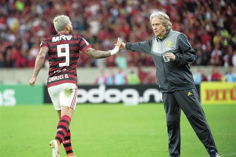 Jesus e Flamengo voltam à ação a 14 de junho