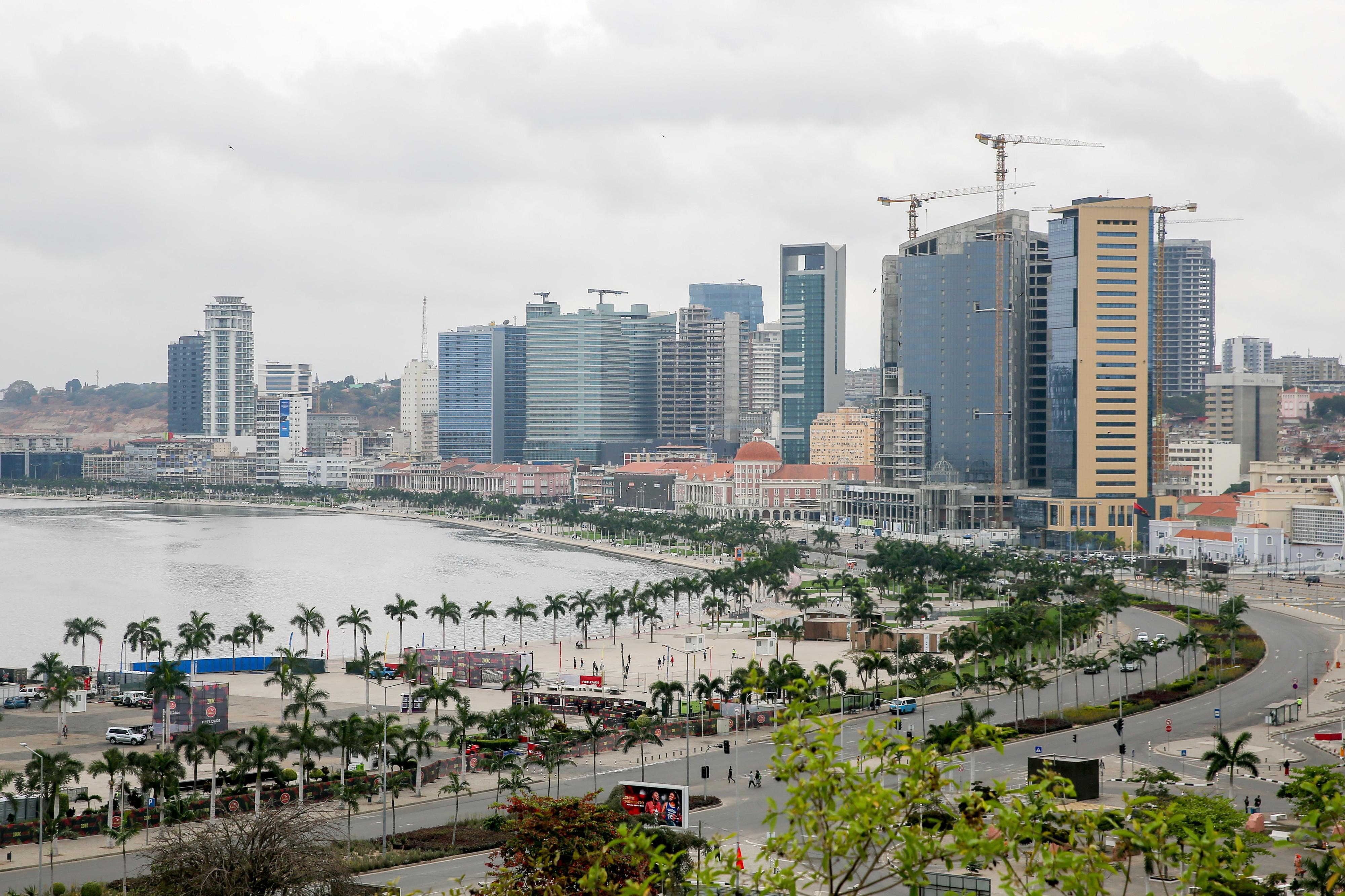Angola com recessão de 6% no primeiro semestre deste ano e de 0,1% em 2017