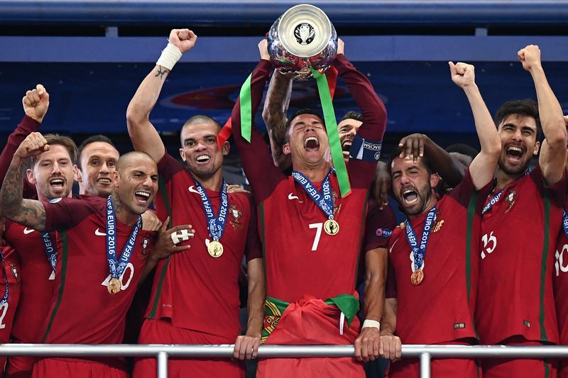 Real domina lista da Bola de Ouro. Três portugueses nomeados