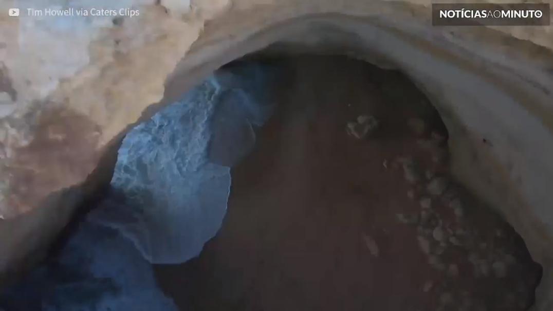 BASE jumper faz salto impressionante em caverna portuguesa