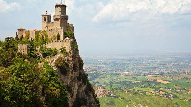 E se fosse ver castelos nas próximas férias? Há por aí muitos os que merecem uma visita