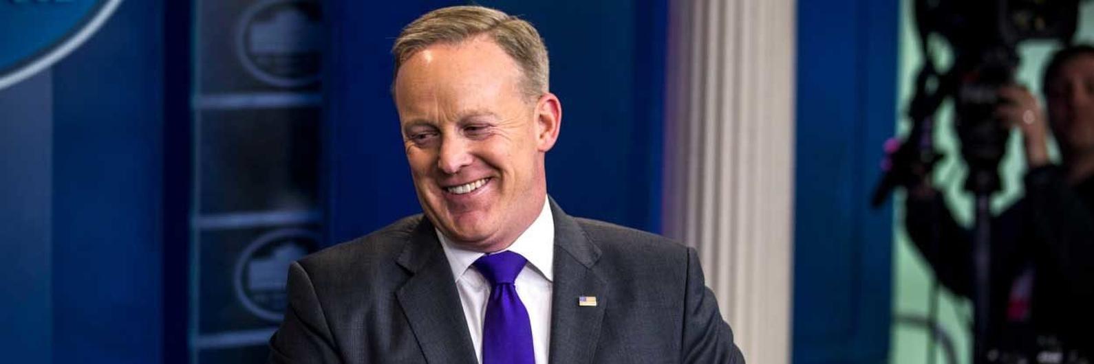 Sean Spicer. Seis meses de gaffes e polémicas no palanque da Casa Branca