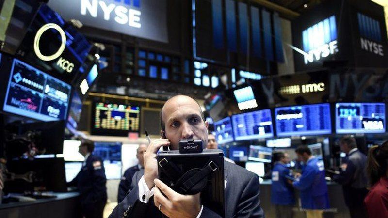 Wall Street inicia semana com ganhos