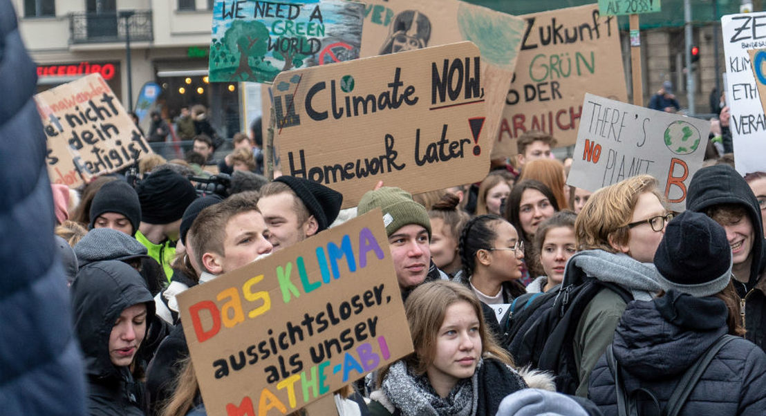 Dezasseis jovens, incluindo Greta Thunberg, processam cinco países por inação