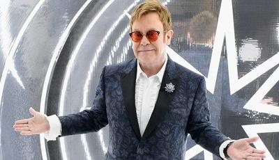 "Surpresa no festival: Elton John e Taron Egerton cantam ""Rocket Man"" em Cannes"
