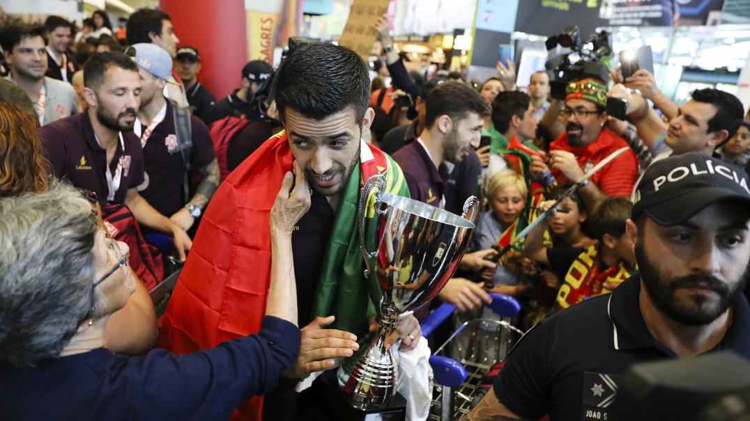 Centenas de portugueses receberam os campeões do mundo de hóquei em patins