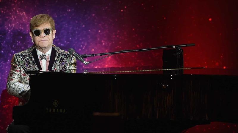Elton John obrigado a interromper concerto por causa de pneumonia