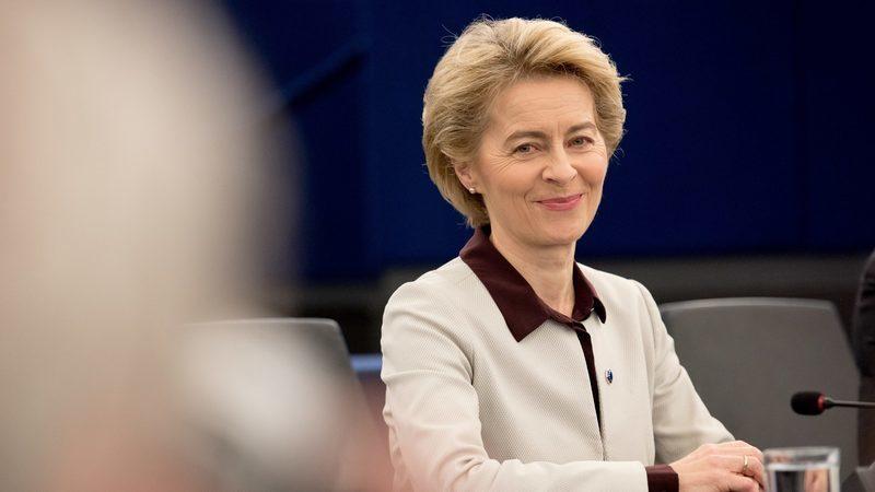 """Von der Leyen admite """"todas as opções"""" para minorar impacto económico do coronavírus na UE"""