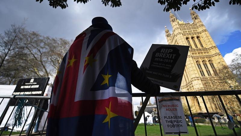 Mais de 3,5 milhões de pessoas assinaram petição 'online' contra o Brexit