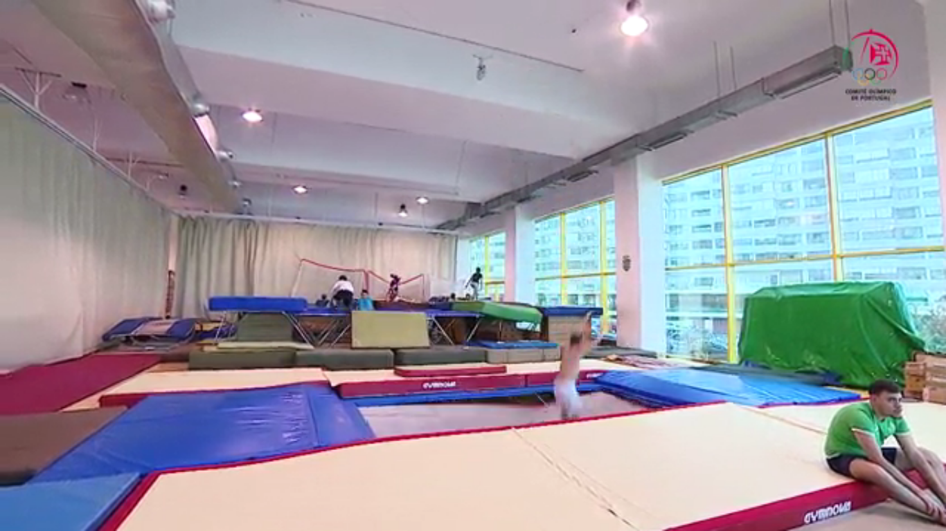 Como saltar num trampolim