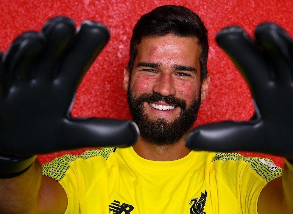 Oficial: Alisson reforça o Liverpool e torna-se o guarda-redes mais caro da história