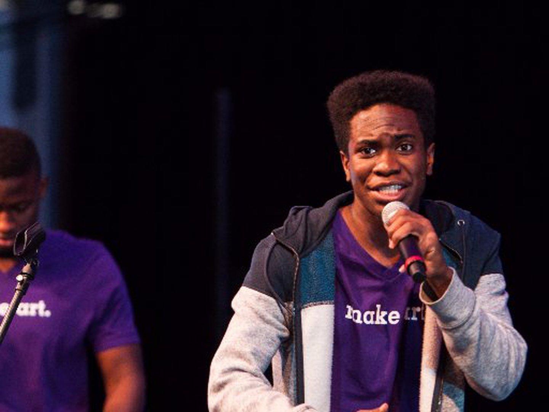 A mãe sugeriu que ele fizesse um álbum rap como tese final de licenciatura. Ele aceitou e teve 18 valores