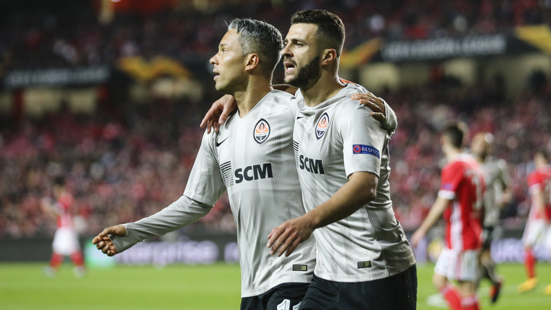 Benfica ainda sonhou, mas houve balde de água fria na Luz e é o Shakhtar que segue em frente na Liga Europa