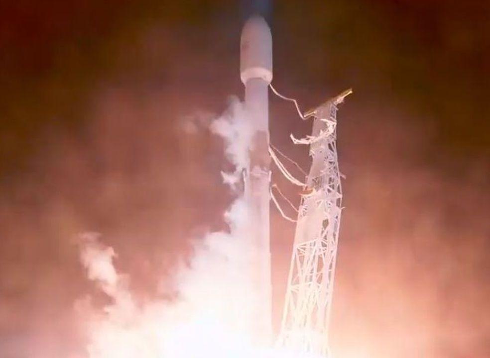 """Futura """"internet barata"""" de Elon Musk está a caminho do Espaço"""
