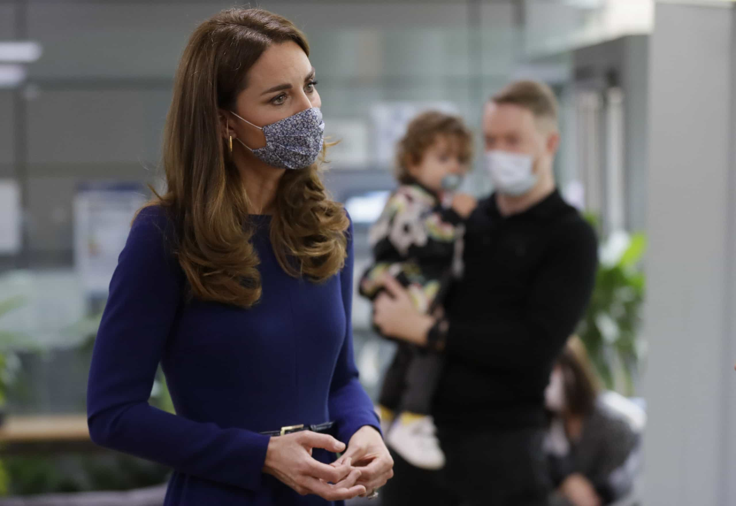 Kate Middleton encanta durante visita a associação de apoio infantil - Atualidade - SAPO Lifestyle