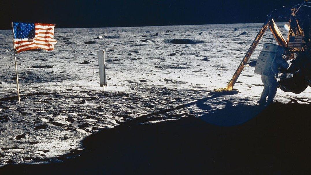 Dados e Música representam 50 anos de exploração da Lua