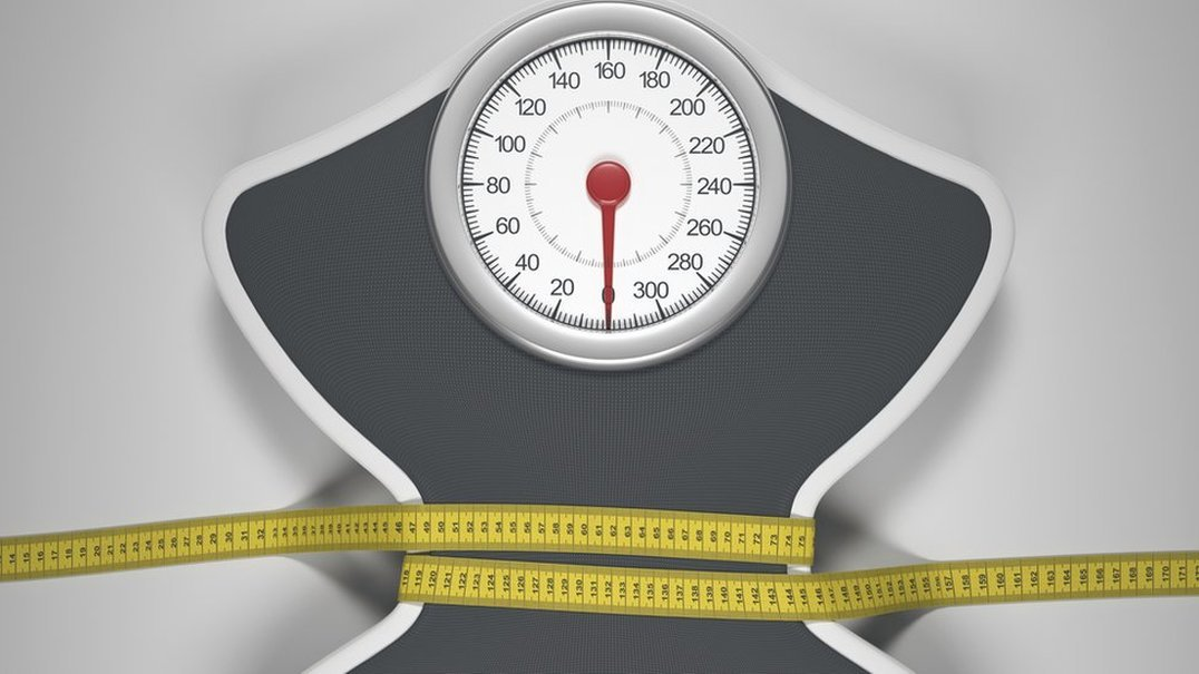 Sabia que a forma como dorme pode estar a sabotar a sua perda de peso?