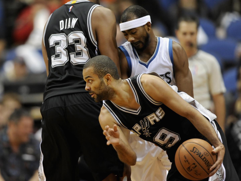 Bucks passam às meias-finais de Este e Spurs às de Oeste da NBA