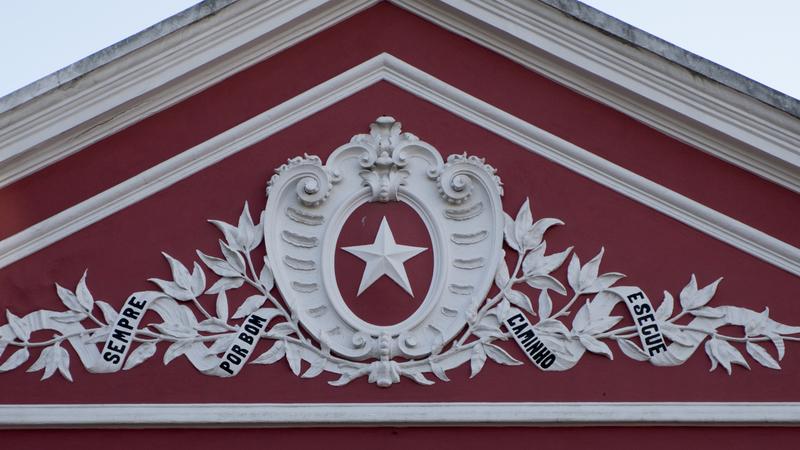 Sabia que existem em Portugal cinco escolas com símbolos maçónicos? Uma delas fica em Lisboa