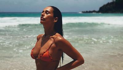 Rita Pereira escolhe biquíni sensual para as férias