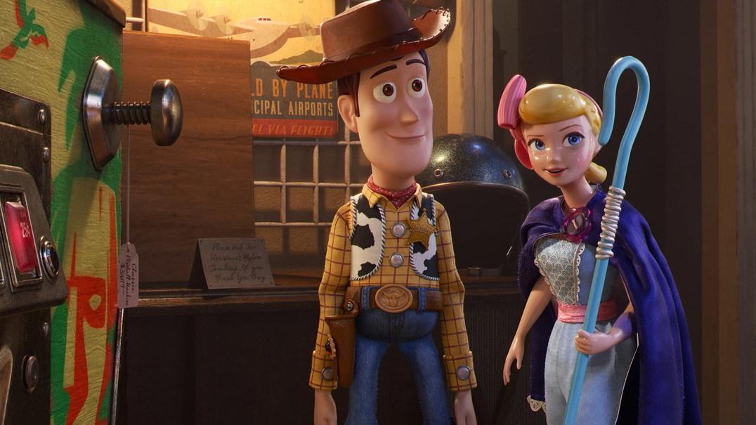 """O novo trailer de """"Toy Story 4"""": Keanu Reeves junta-se à última aventura dos brinquedos"""