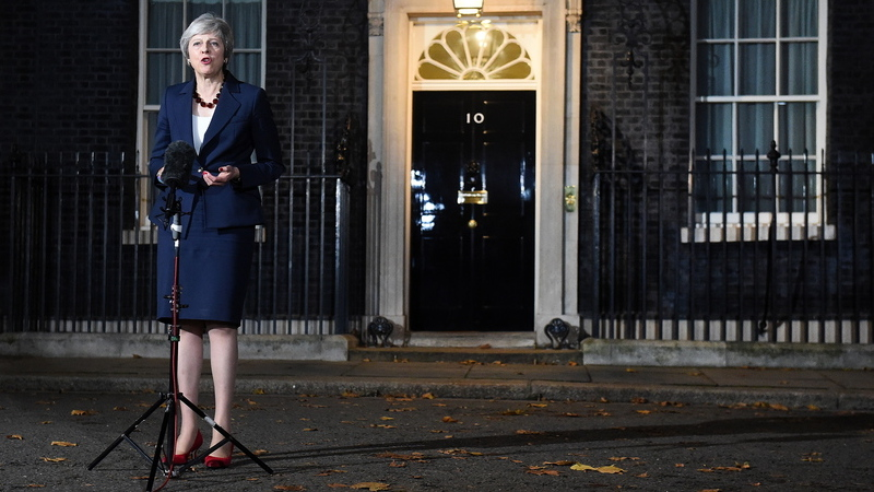 """Theresa May esclarece que rascunho do Brexit aprovado pelo Governo """"não é o acordo final"""""""