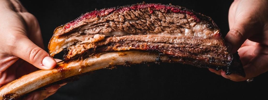 Na carne, a dose XXL não é um troféu, é um perigo para a saúde
